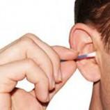 به این دلیل داخل گوشتان را تمیز نکنید!